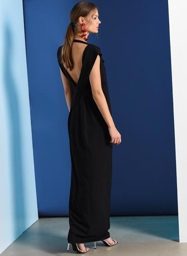 Zeynep Ökmen Önü Degaje Kesimli Sırtı Açık Esnek Elbise Siyah